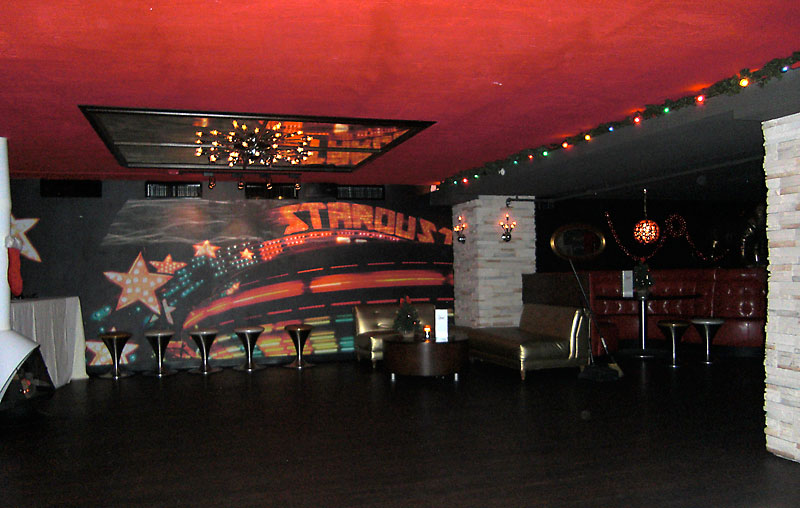 Day 73 – Stardust Lounge in Orlando Downtown by Lake Eola